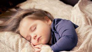 Na co zwracać uwagę, kupując łóżeczko dla dziecka?