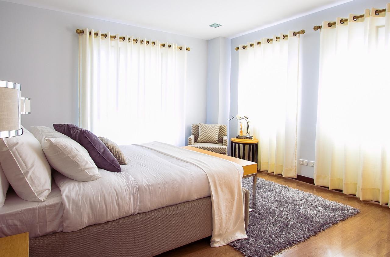 Stylowe łóżko do sypialni
