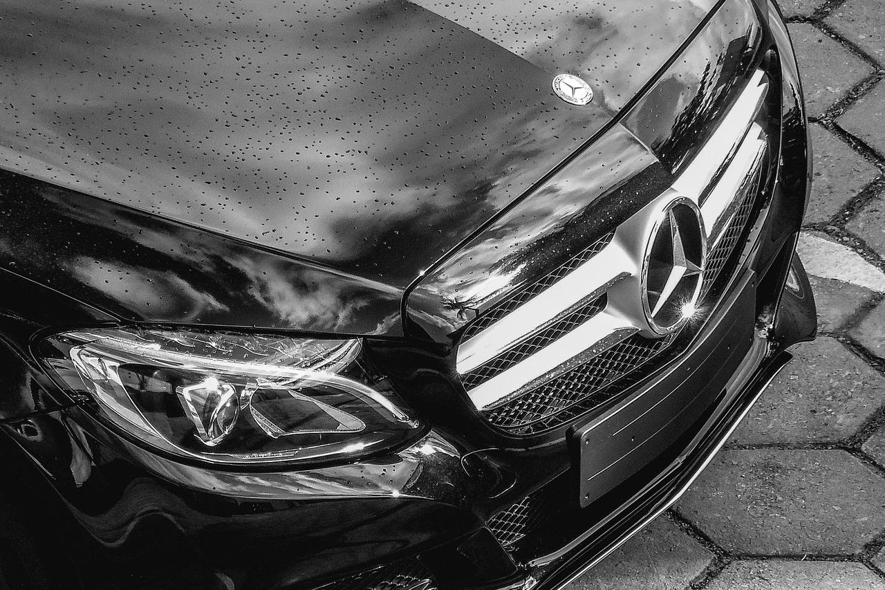 Kupić czy wynająć samochód?